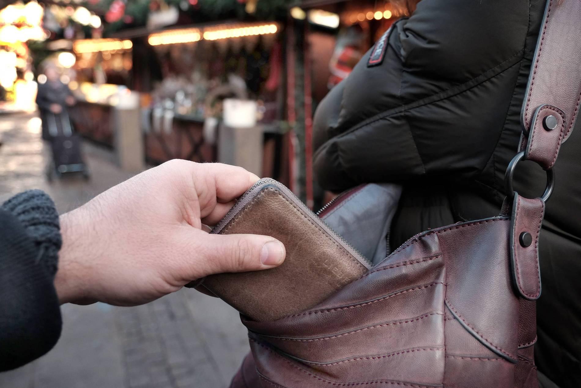 967e920227c8c Nach Raub im Supermarkt   Frau kauft Dieb ihr eigenes Portemonnaie ab