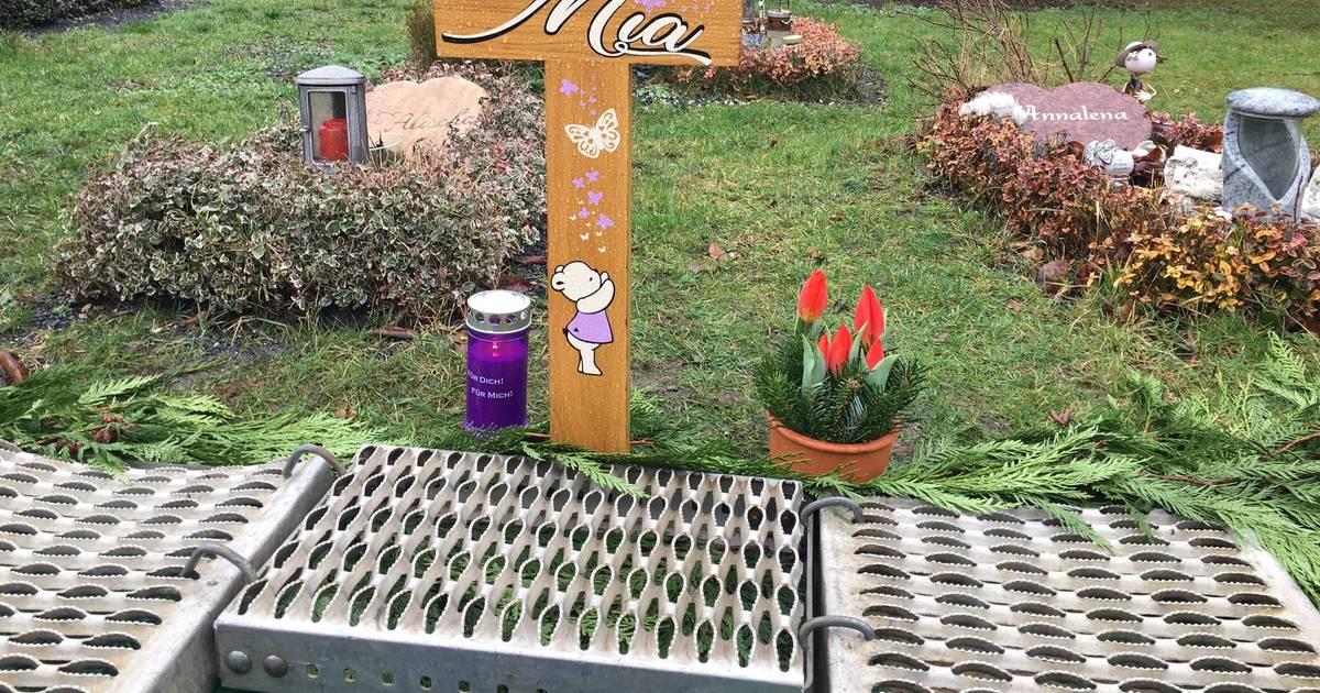 baby mia wurde auf duisburger friedhof beigesetzt. Black Bedroom Furniture Sets. Home Design Ideas