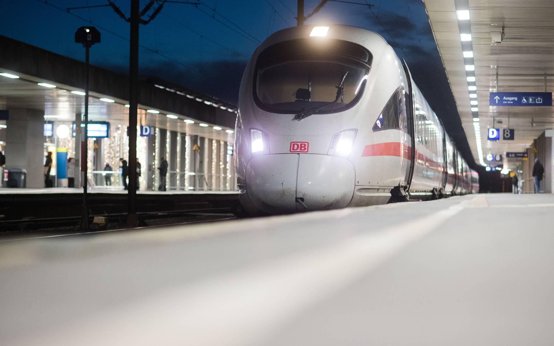 Noch viele Fragen offen - Mehr Personal, mehr ICE-Züge: Bahn verspricht Besserung