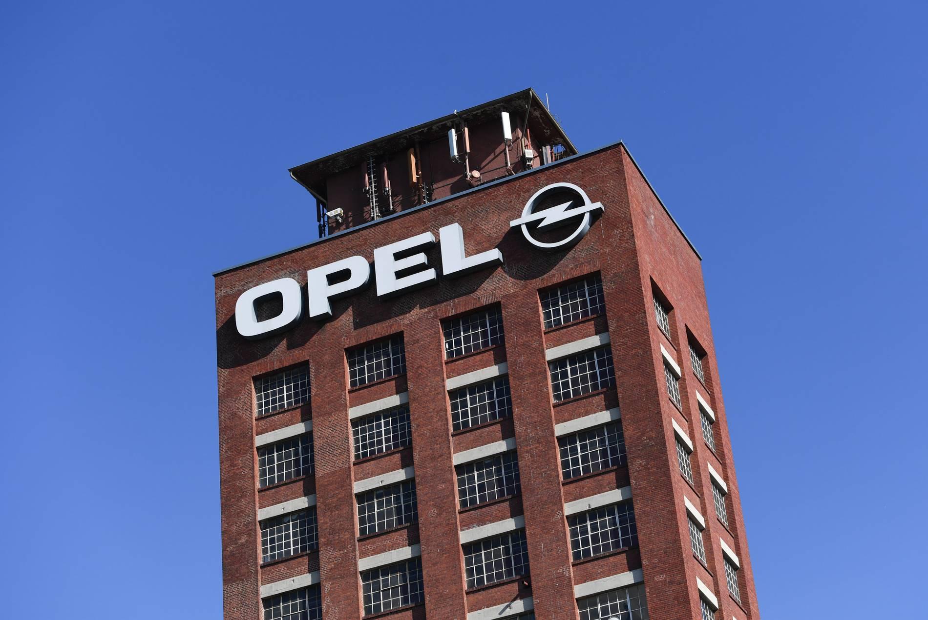 Medienberichte - Opel halbiert Produktion in Rüsselsheim