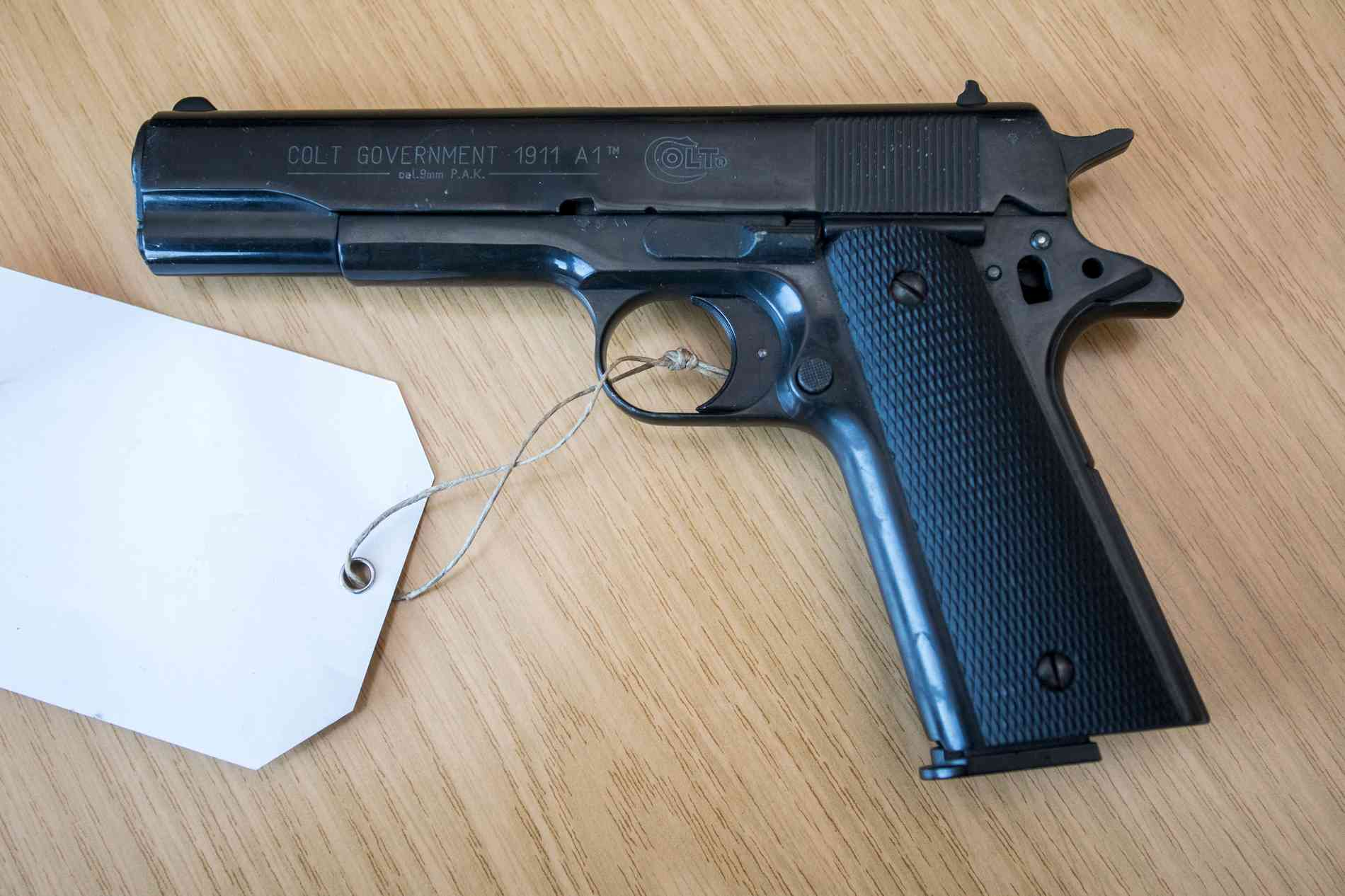 Mietrecht Waffe Ohne Waffenschein In Wohnung Vermieter Darf