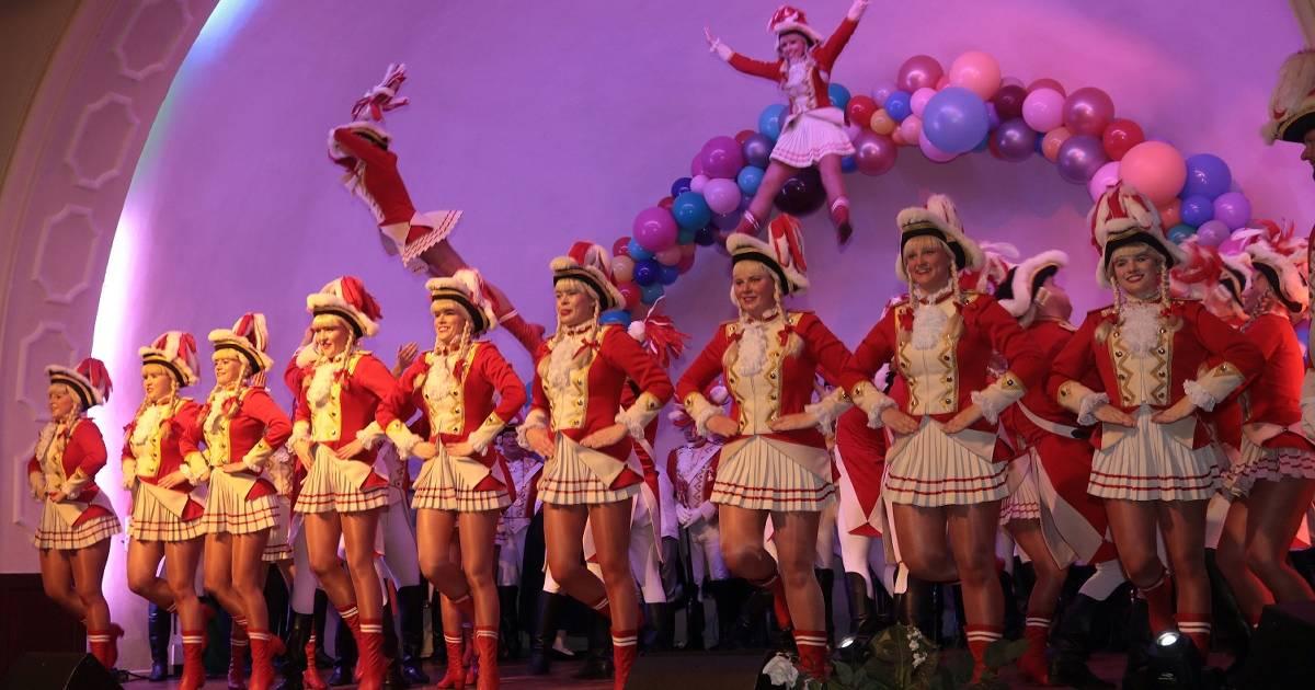 Karneval in Krefeld: Mitreißende Show der Girls und Grönlandboys