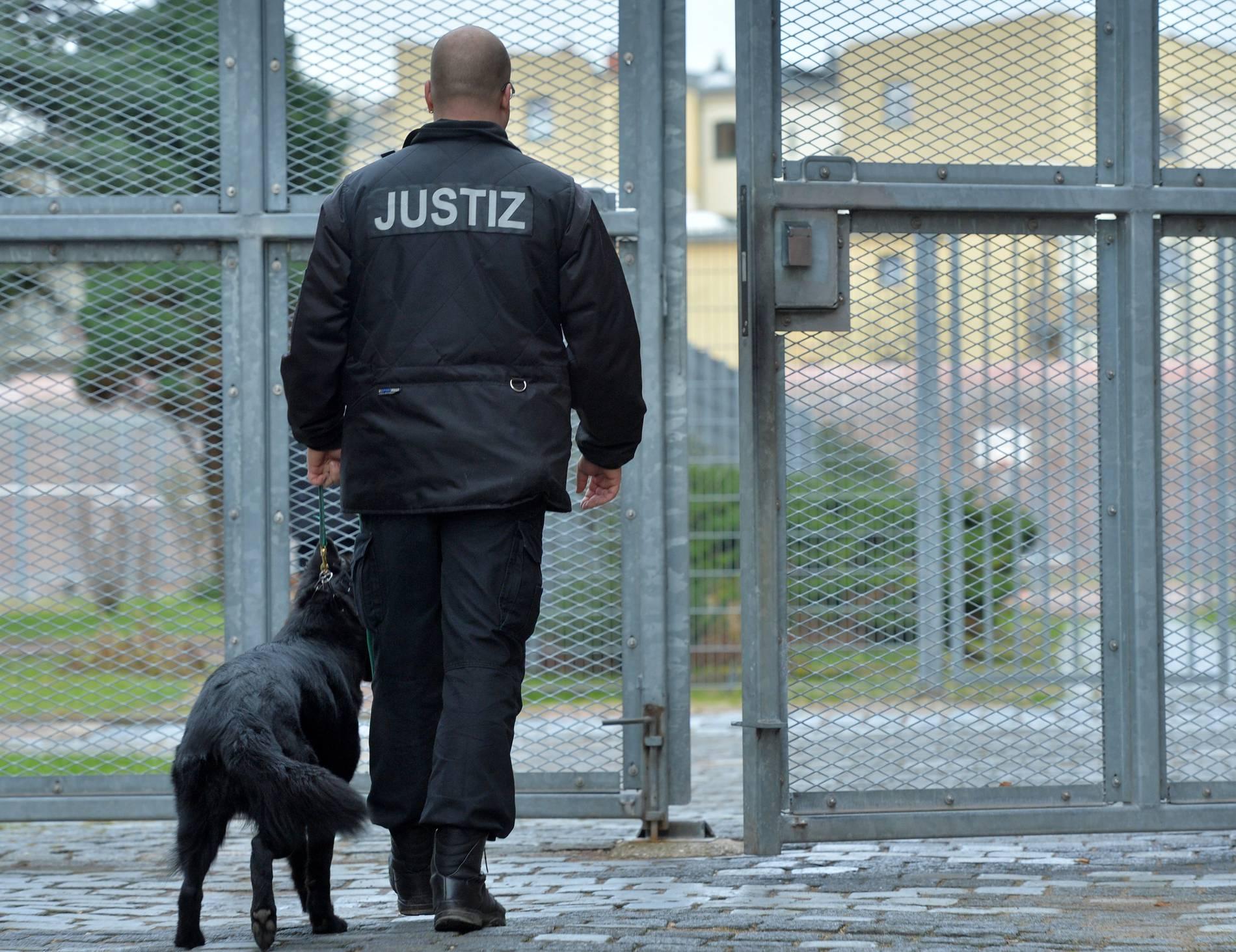 Pilotprojekt in NRW Rund 2000 illegale Handys in Gefängnissen – Justiz setzt Spürhunde ein