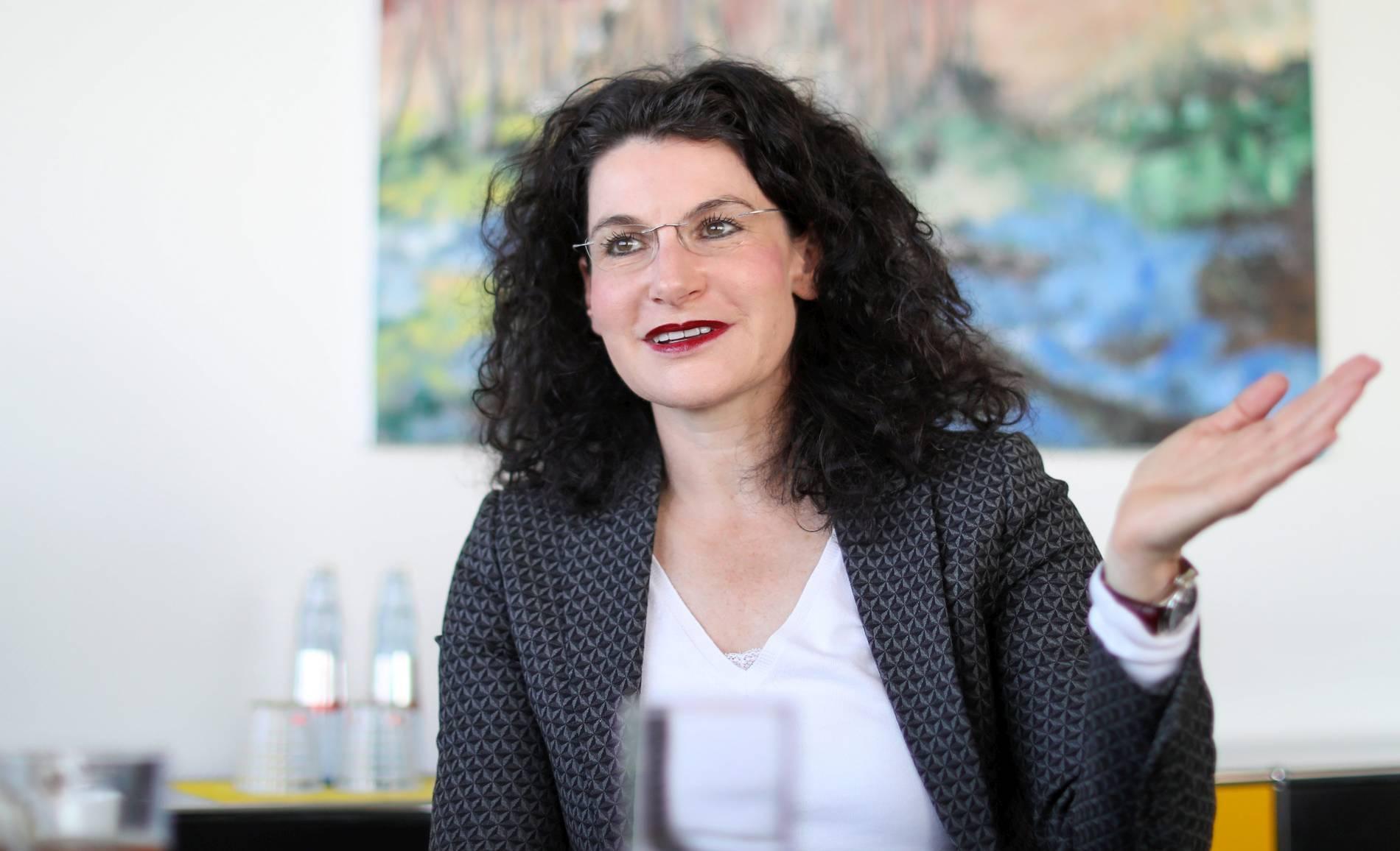 7df51f7722fb59 Parfümkonzern Douglas meldet Umsatzanstieg im Deutschland-Geschäft