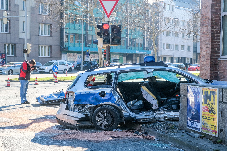 Hannover Unfall Zweier Polizei Autos Sieben Beamte Verletzt