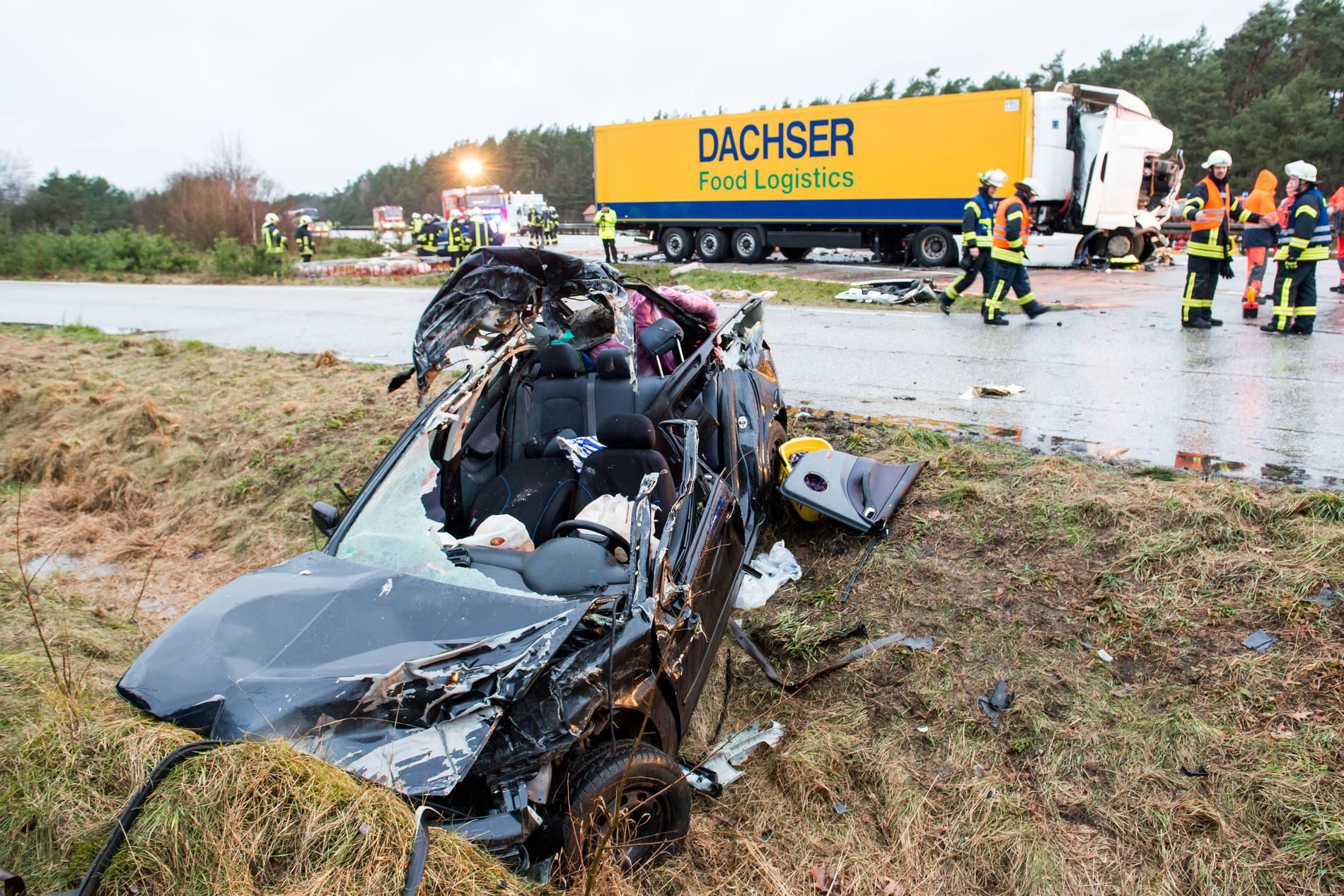 Drei Tote Bei Unfall Auf Der A24 Nach Karambolage Mit Mehreren