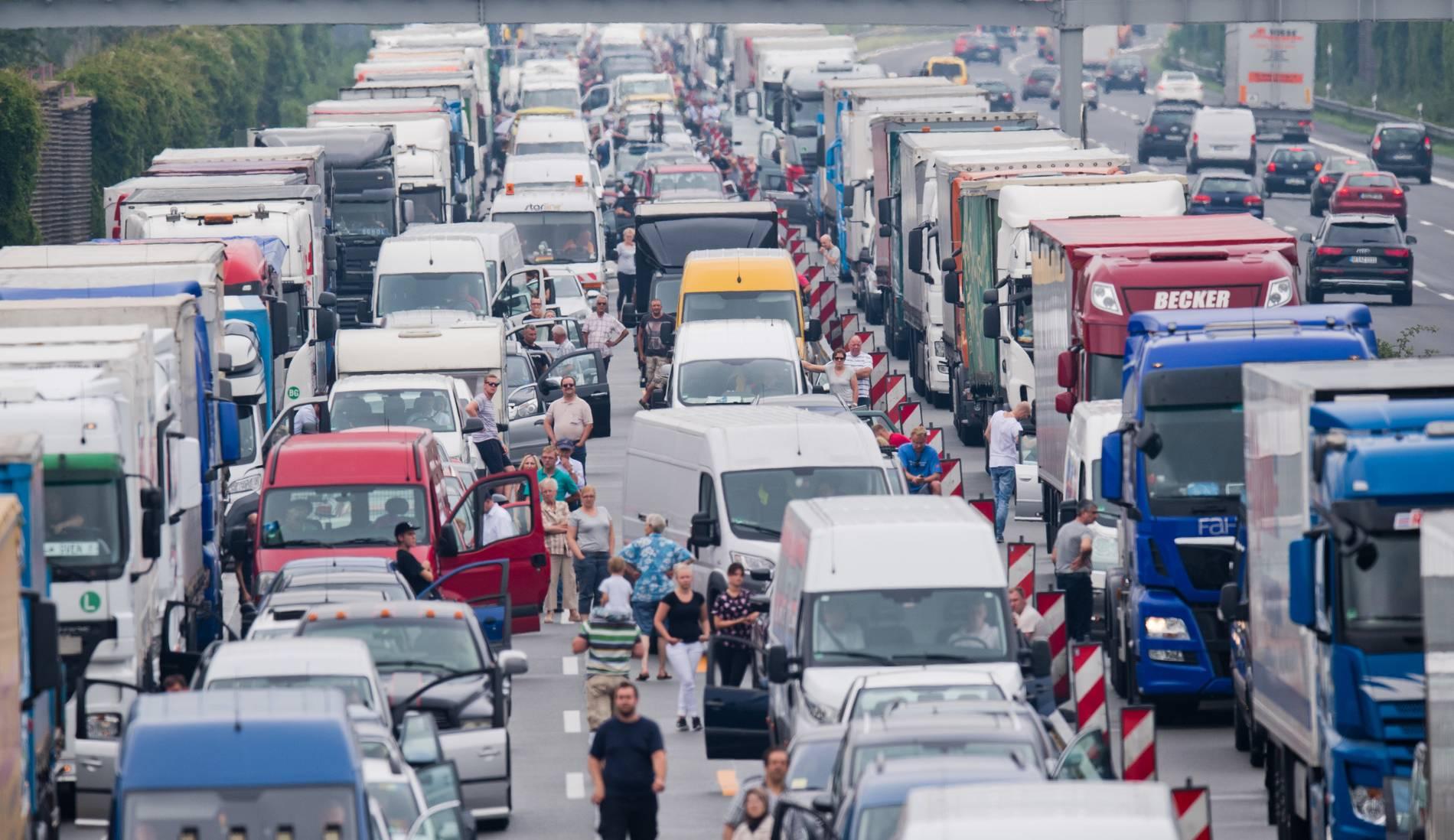 Keine Rettungsgasse Auf Der A5 Gebildet Polizei Fordert 23000