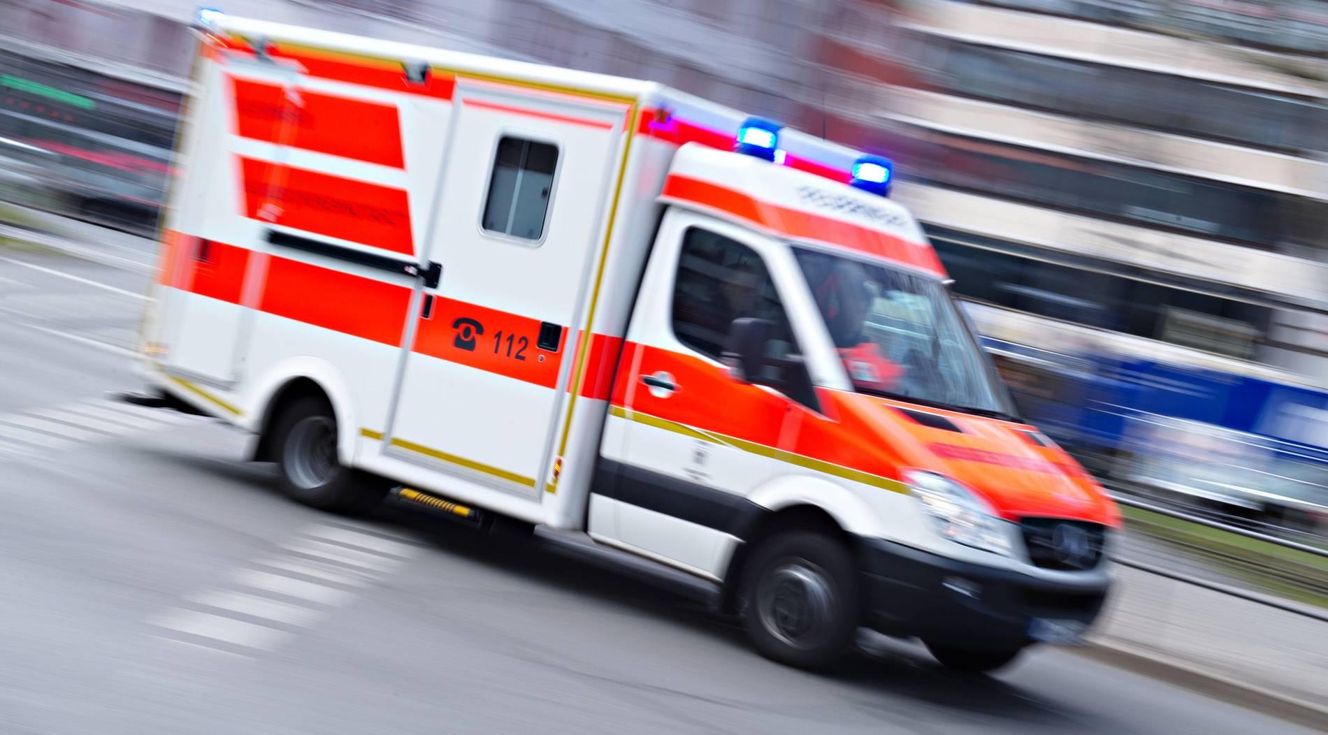 Fußballfans in Duisburg brutal überfallen - Vater und Sohn verprügelt