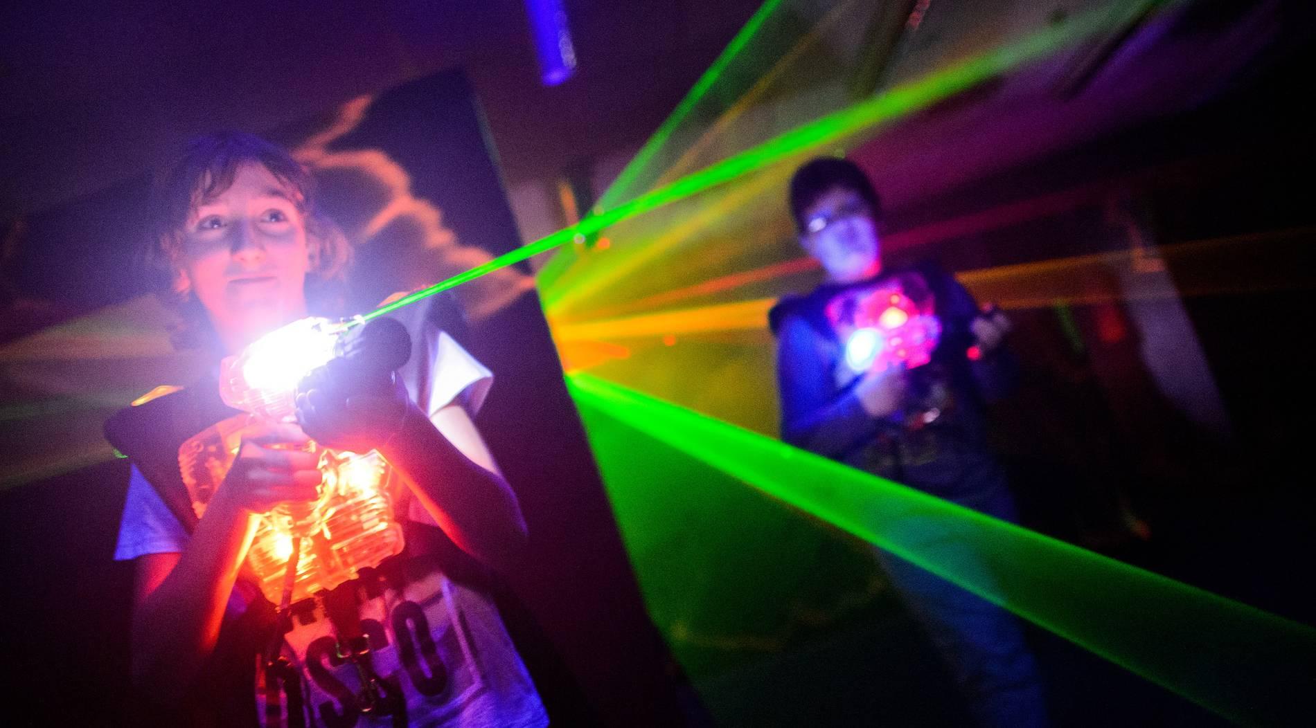Sollten Kinder Lasertag spielen dürfen?