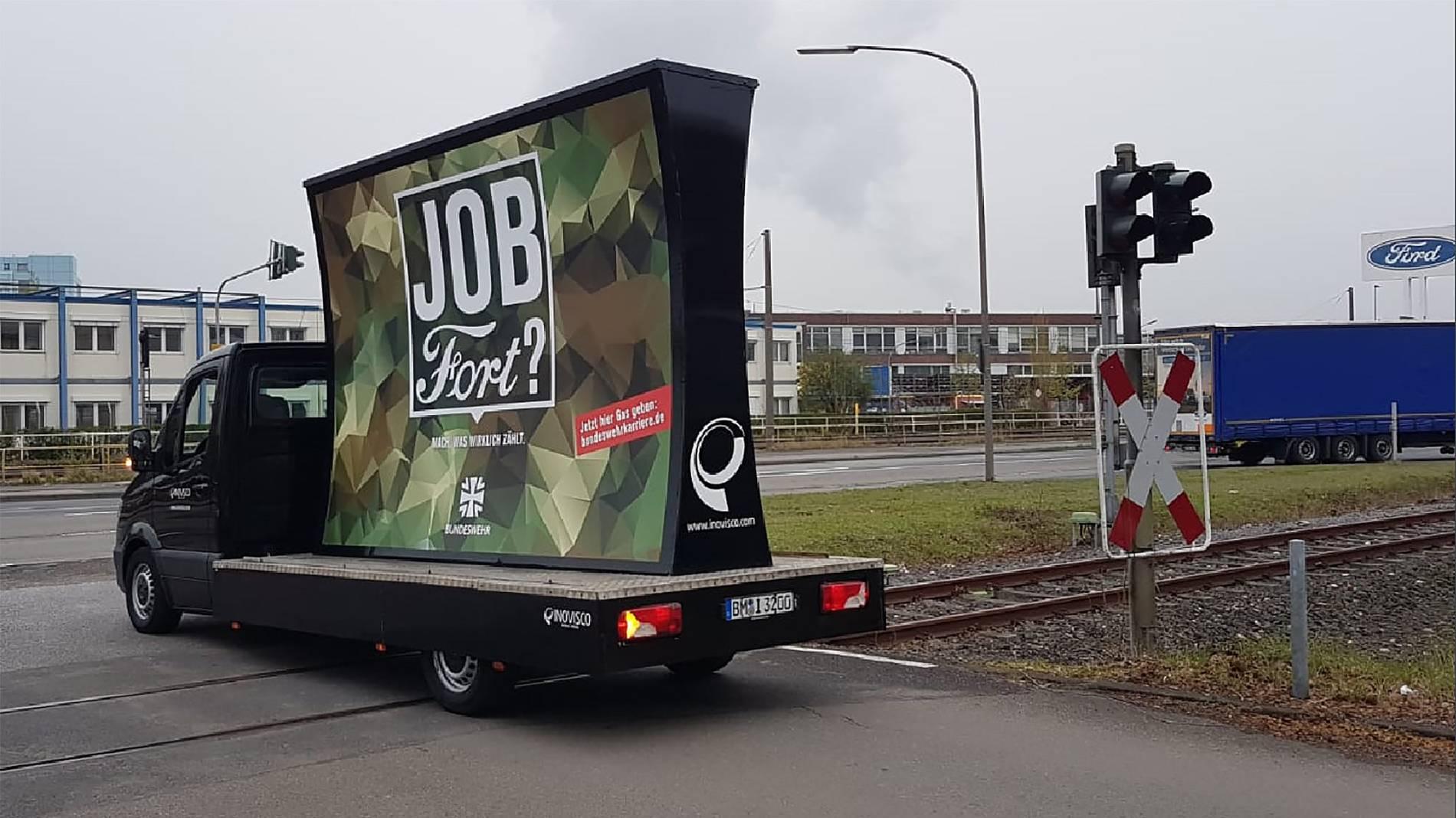 Mit dieser krassen Anzeige wirbt die Bundeswehr um Ford-Mitarbeiter