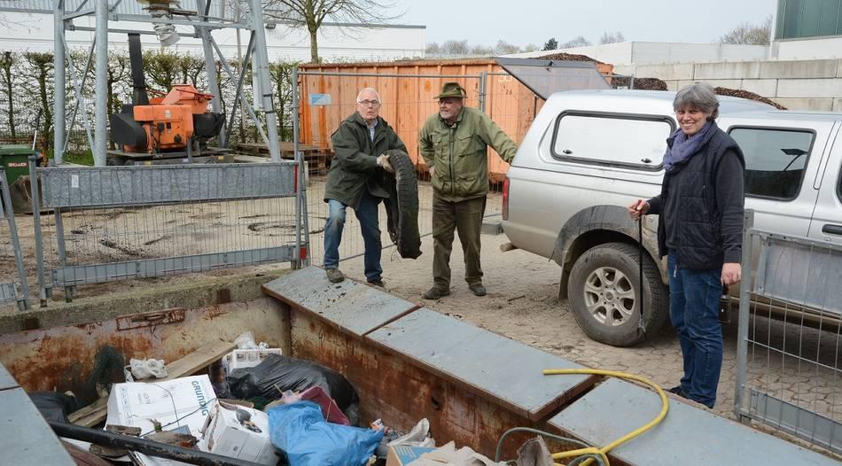 """Tönisvorster sammelten Müll am """"Tag der sauberen Apfelstadt"""""""