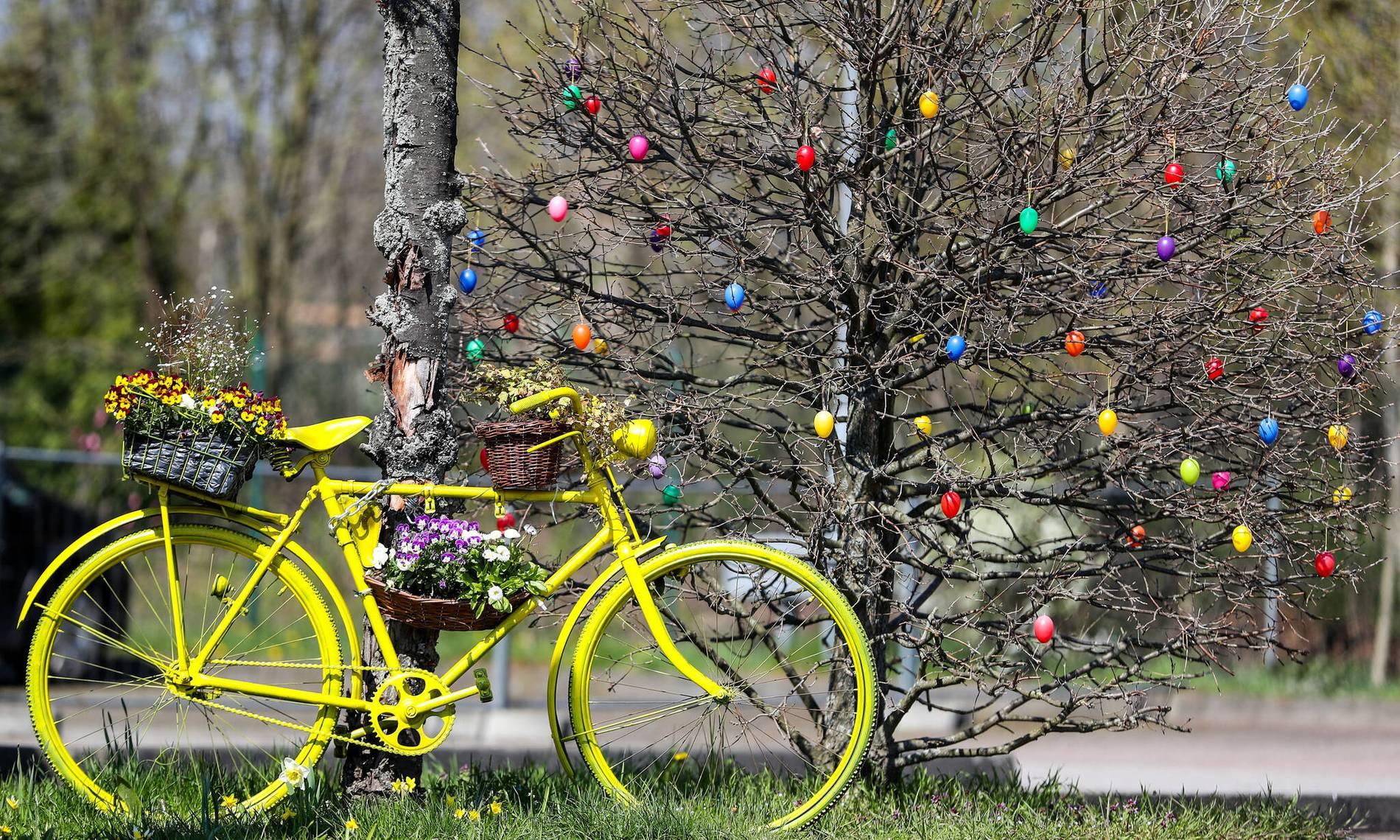 Frohe Weihnachten Wikipedia.Feiertage In Deutschland Ostern Weihnachten Und Frauentag