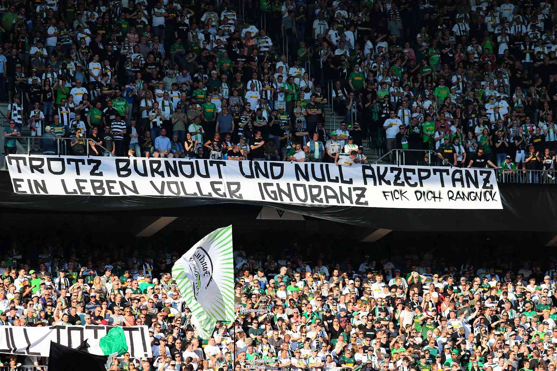 Borussia Monchengladbach Die Beleidigenden Fan Banner Gegen