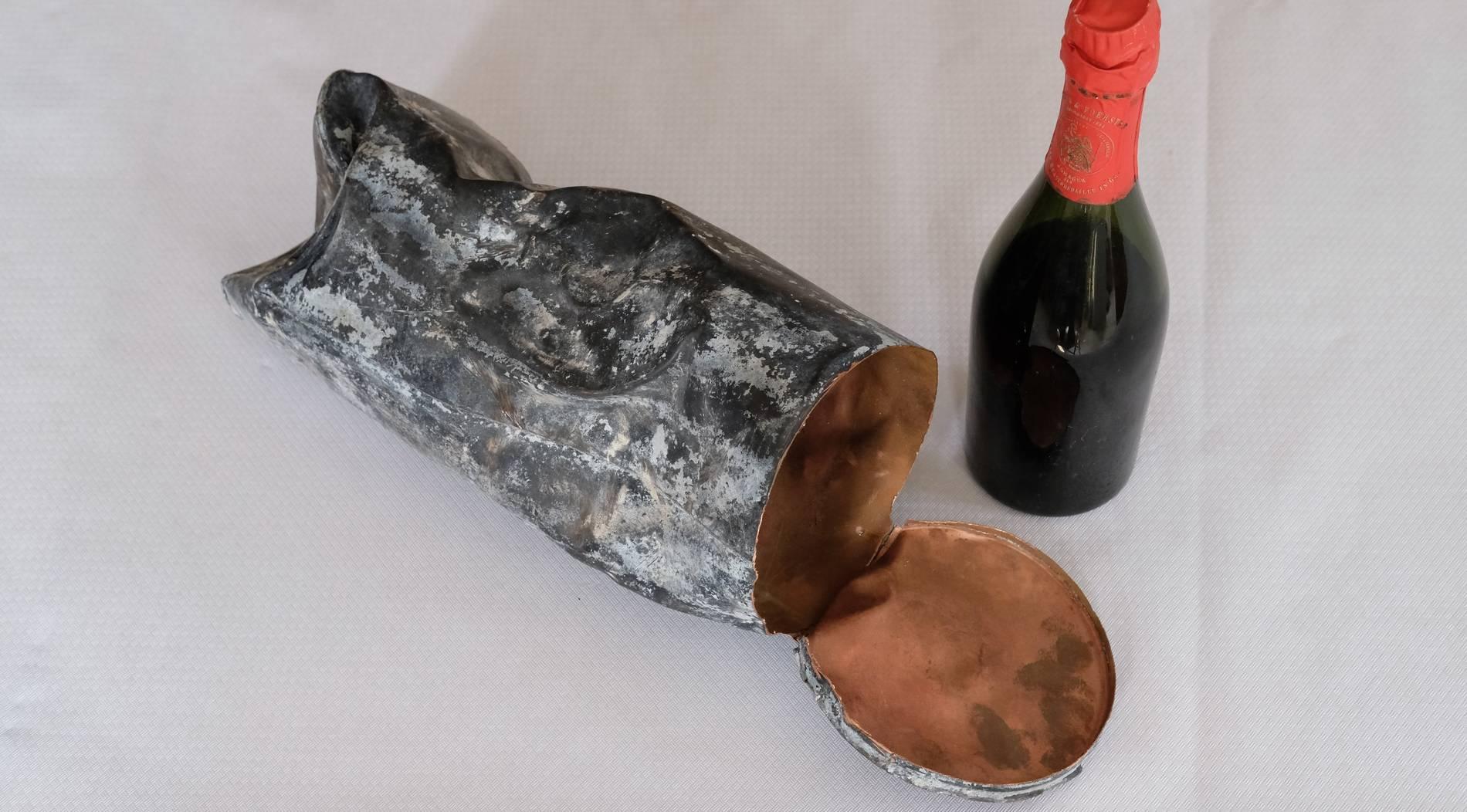 130 Jahre alte Rotkäppchen-Sektflasche bei Bauarbeiten entdeckt