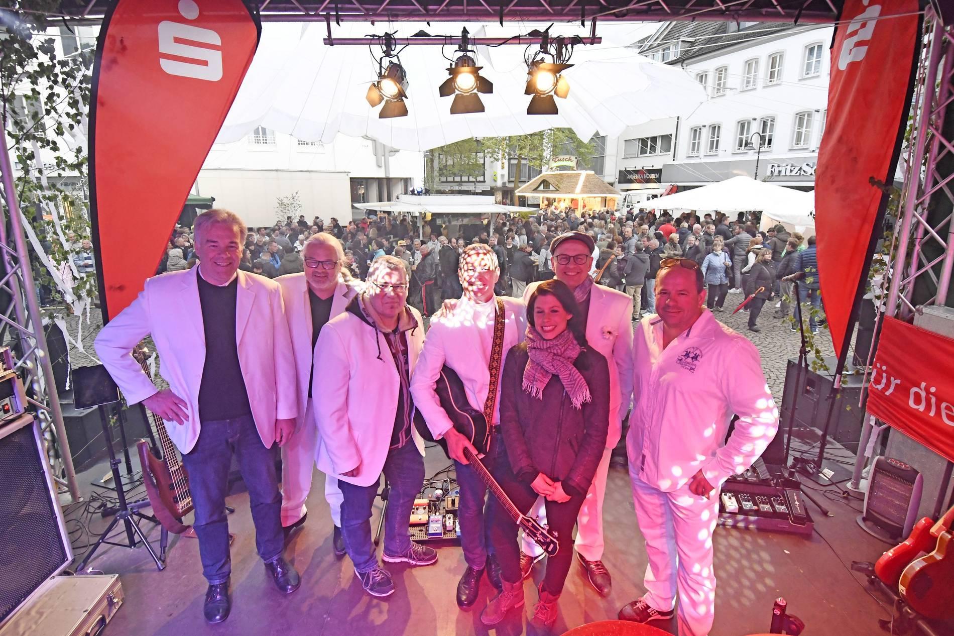 2019 Weiße Weihnachten.Tanz In Den Mai 2019 In Viersen Weiße Mainacht Auf Dem Remigiusplatz