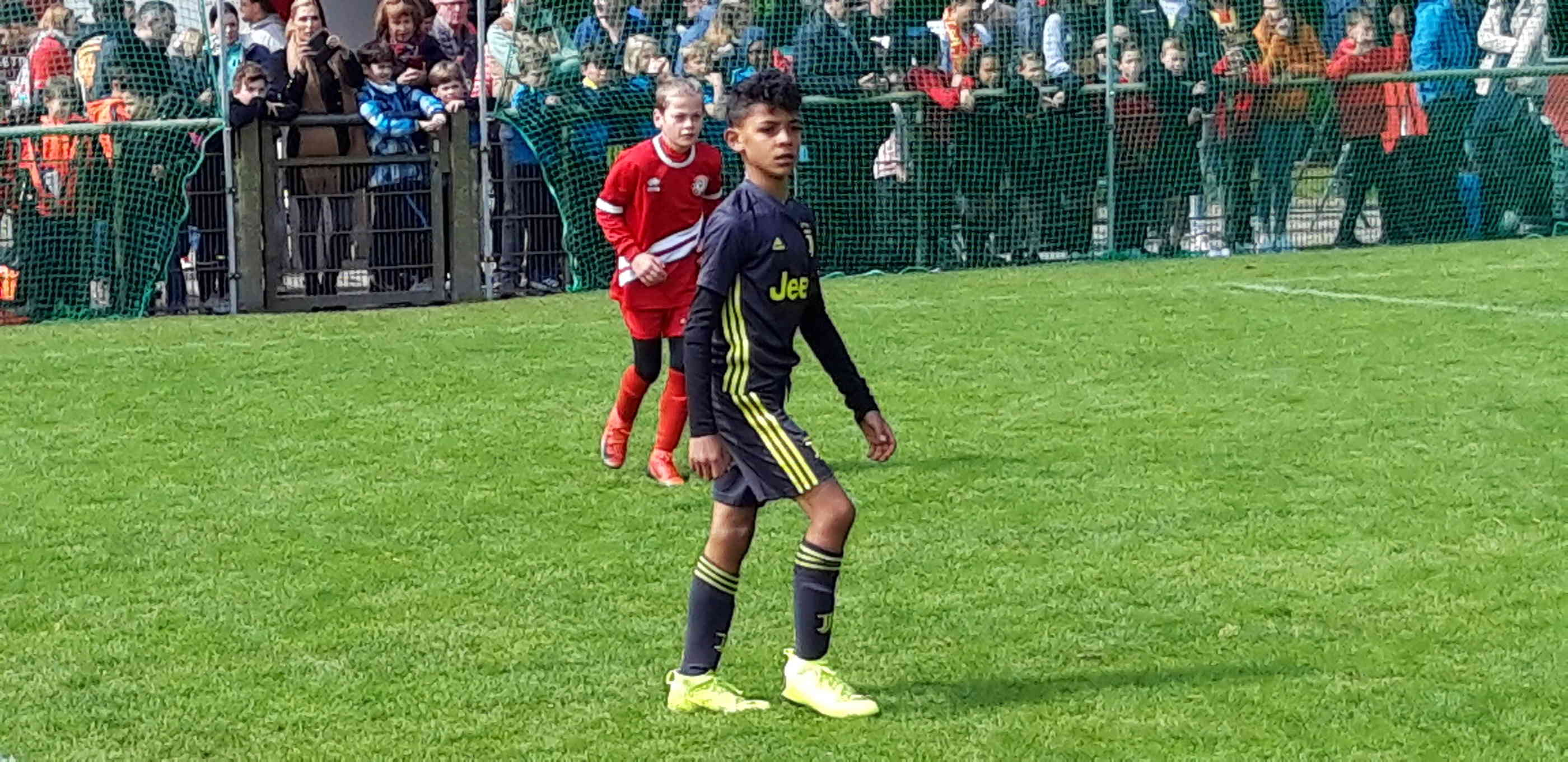 Sohn Von Cristiano Ronaldo Kickt Bei U9 Turnier In Kempen