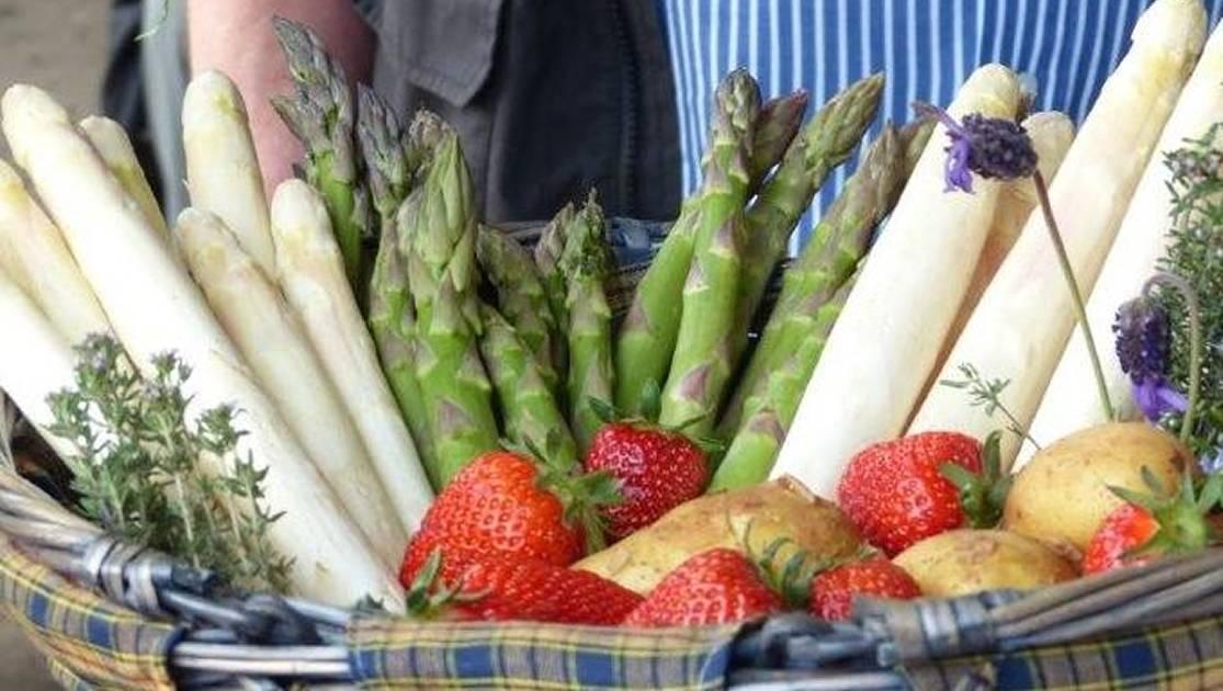 Bauernmarkt und Spargeltag auf Schulte-Drevenacks Hof