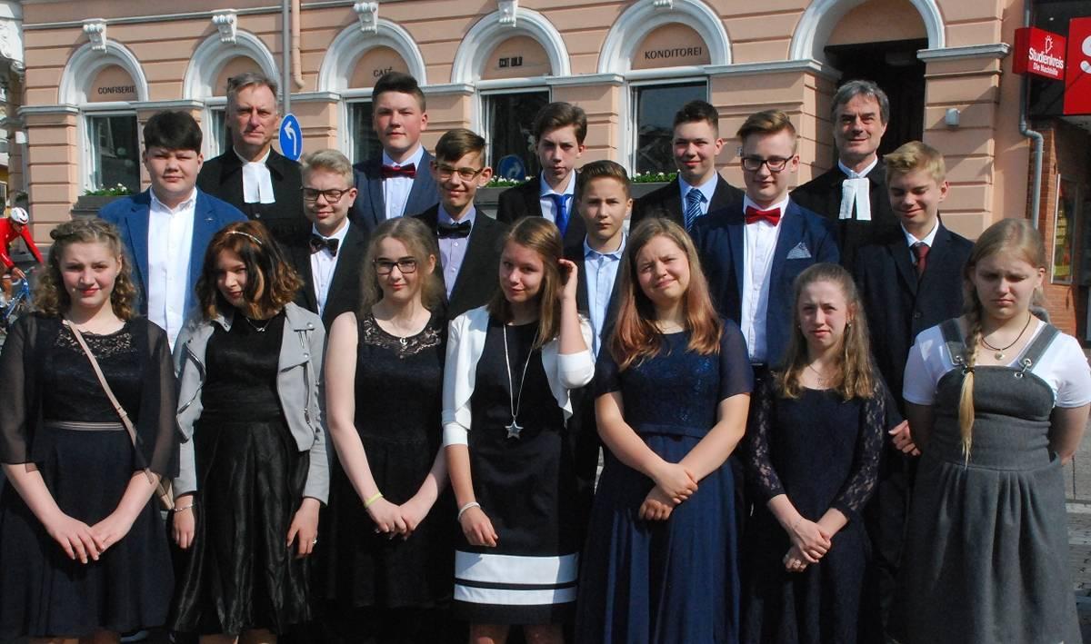 Konfirmation Feiern Jugendliche Der Stadtkirche In 32 TwOZiPXku