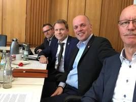Rheinischer Sixpack: Sixpack will einen Hauptamtler einstellen