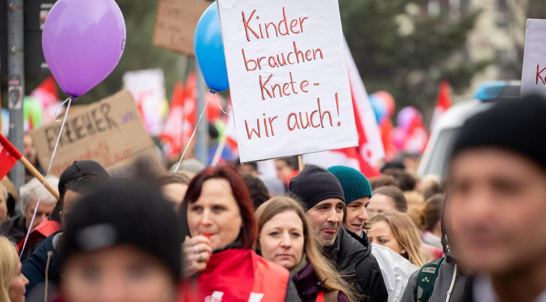 Tausende Kita-Erzieherinnen wollen in Düsseldorf demonstrieren