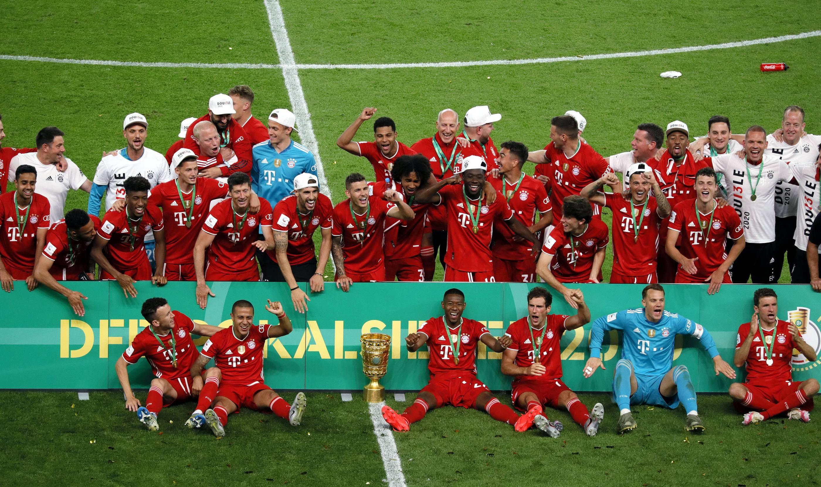 Bayern München Mannschaftskarte DFB Pokalsieger 2020