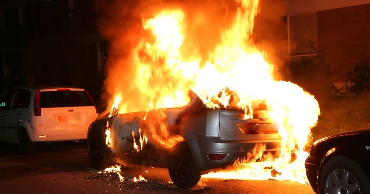 Grevenbroich: PKW brennt in der Südstadt, Polizei vermutet Brandstiftung