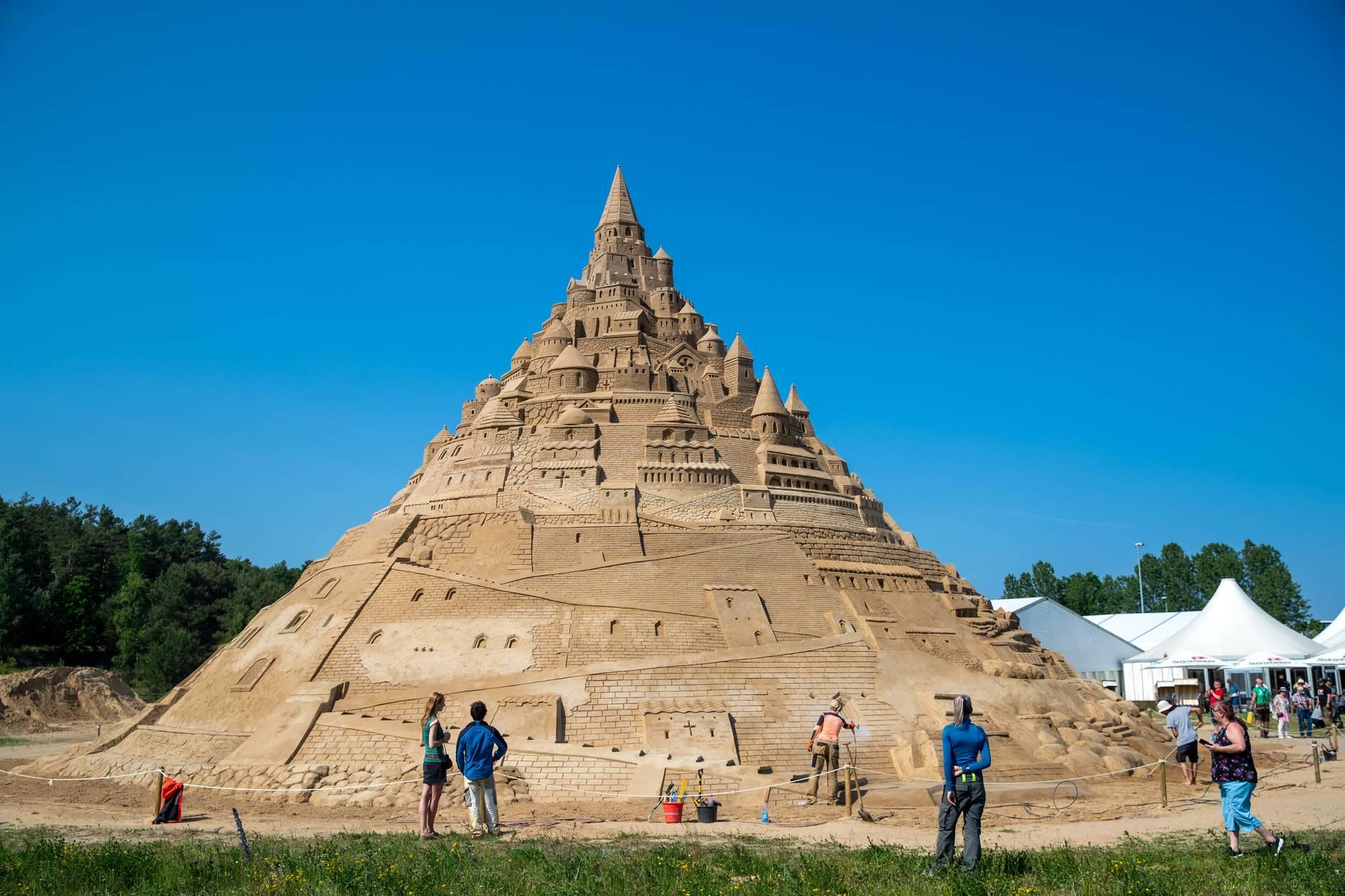Binz: Ostseebad baut größte Sandburg der Welt