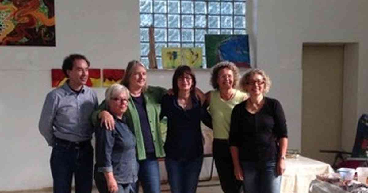 """Gruppe """"MachArt"""" lässt sich in Wachtendonk beim Arbeiten zuschauen."""