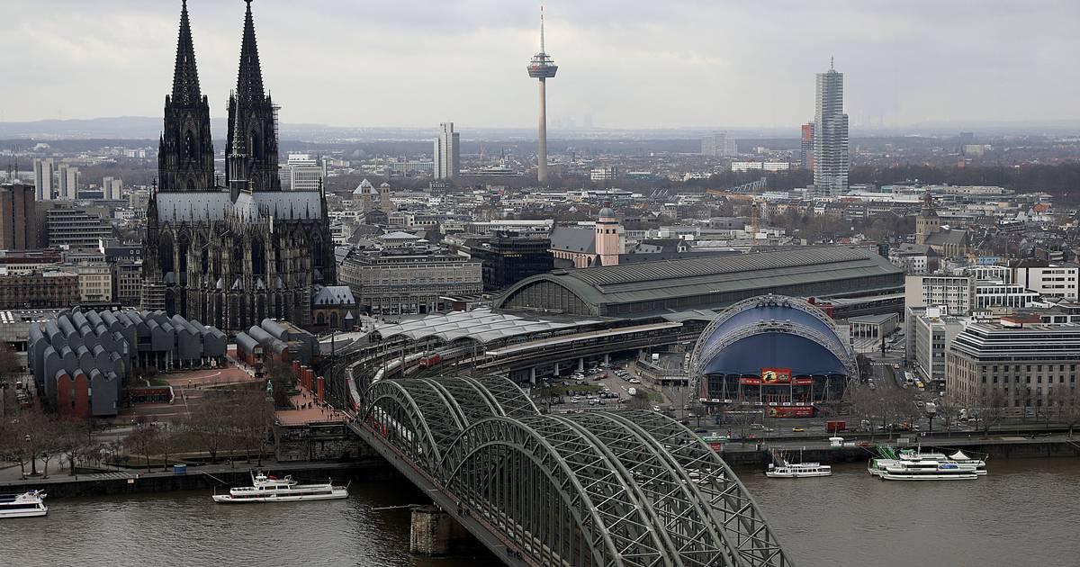 Hohenzollernbrücke in Köln - Hauptbahnhof: Verspätungen nach Sperrung von Bahnstrecke