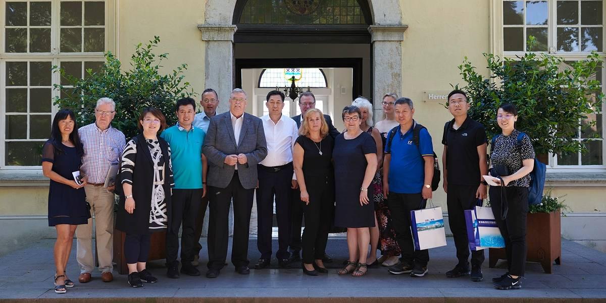 Erkelenz: Geschäftsleute aus China besuchen Haus Hohenbusch