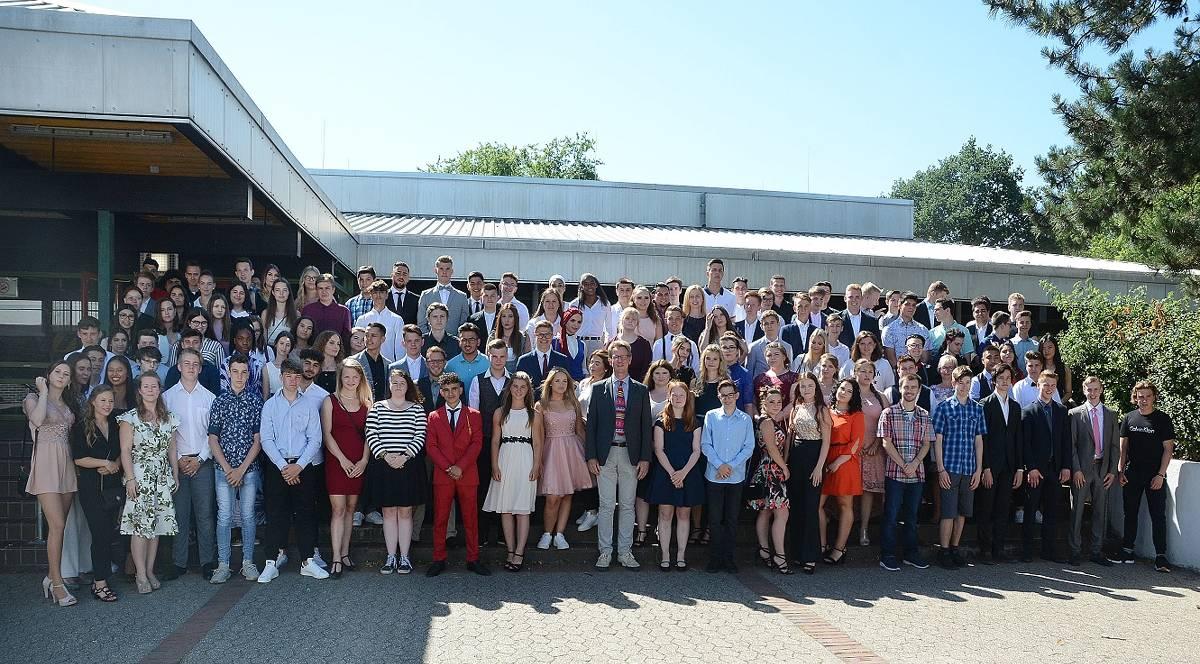Erster Abschlussjahrgang der Rupert-Neudeck-Gesamtschule Tönisvorst