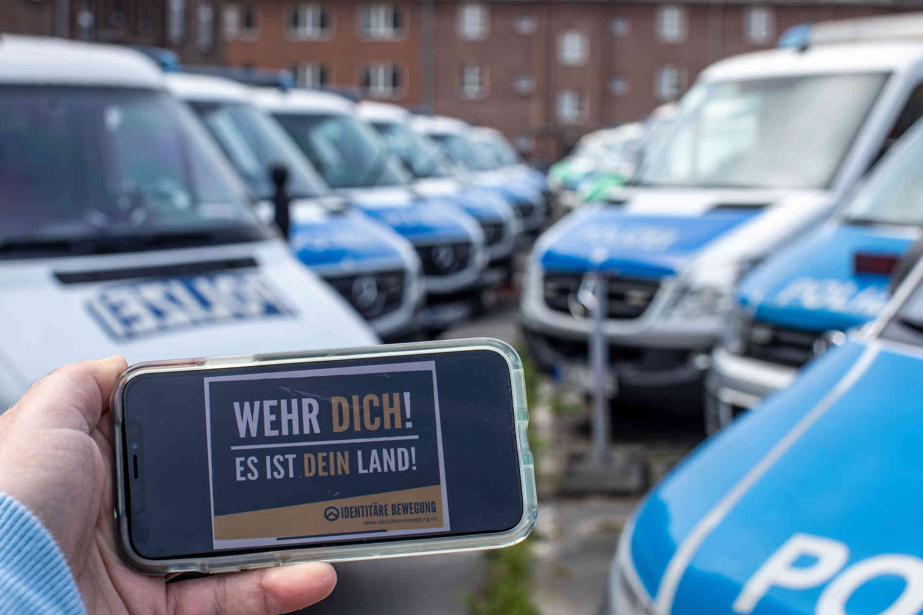 Rechter Aufkleber Polizei Duisburg Entlastet Beamte