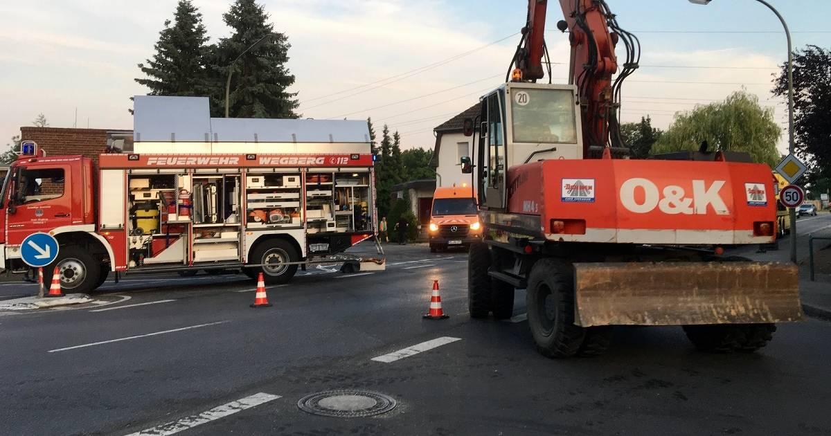 Wegberg: In Berg platzte am Dienstag eine Wasser-Transportleitung: Wasser und Strom fielen danach zwei Stunden aus