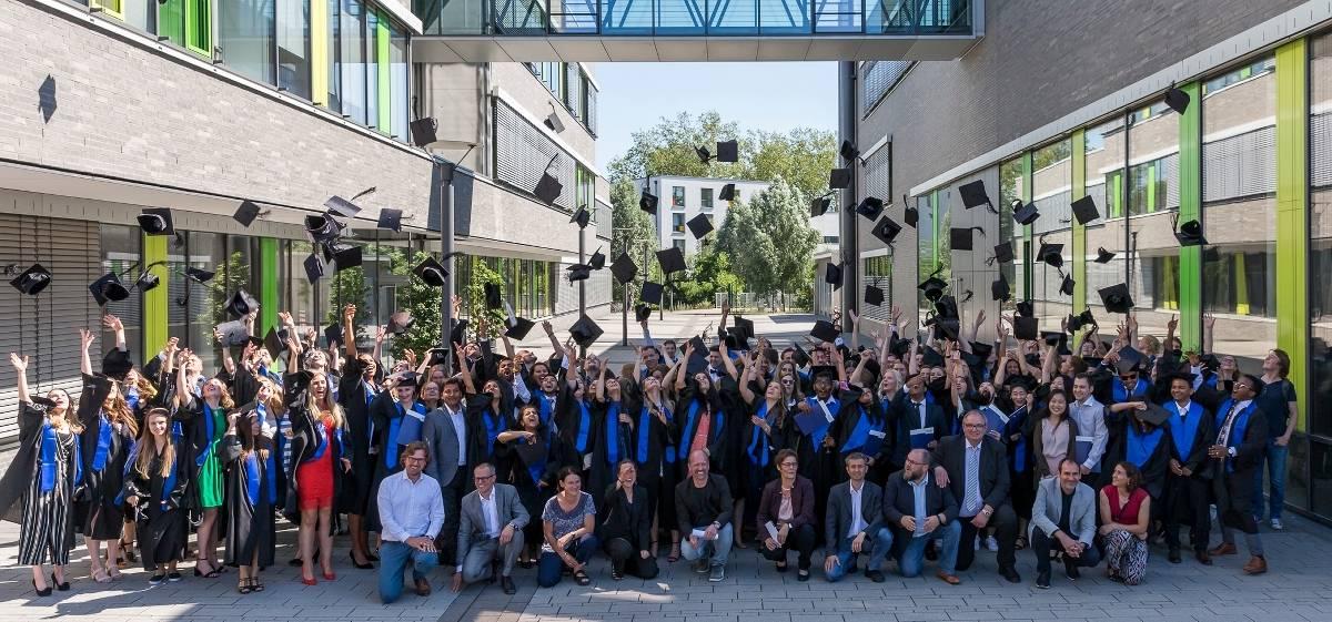 Hochschule Rhein-Waal verabschiedet in Kamp-Lintfort ihre ...