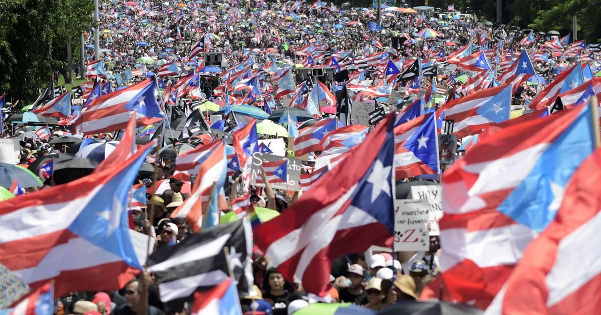 Mit prominenter Unterstützung: Zehntausende demonstrieren gegen Puerto Ricos Gouverneur Rosselló
