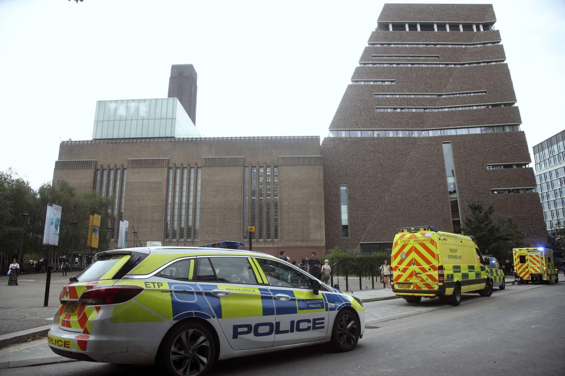 London: Kind stürzt aus zehntem Stock der Tate Modern - Teenager festgenommen