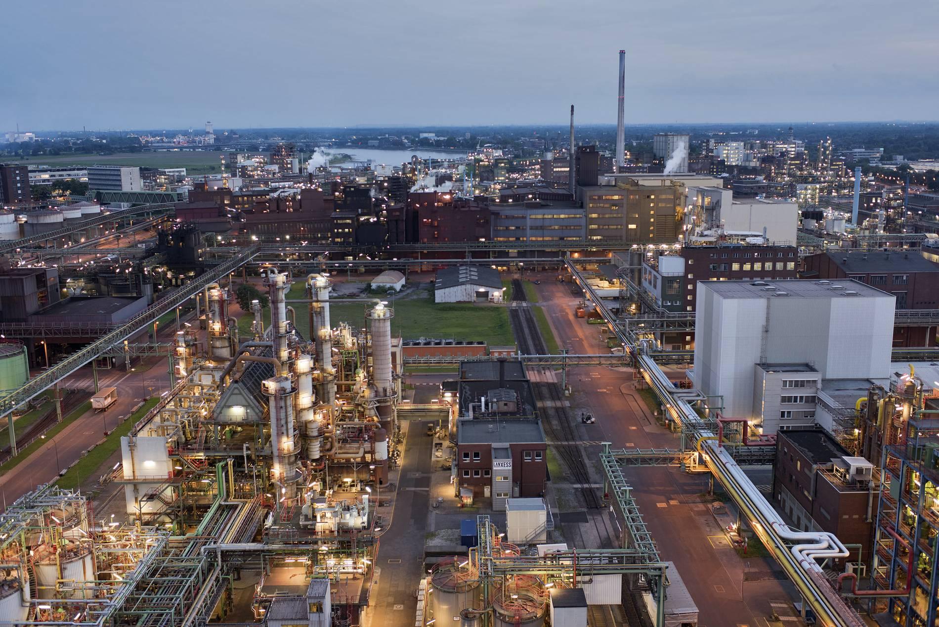 Bayer und Lanxess verkaufen Chemieparkbetreiber Currenta an Macquarie
