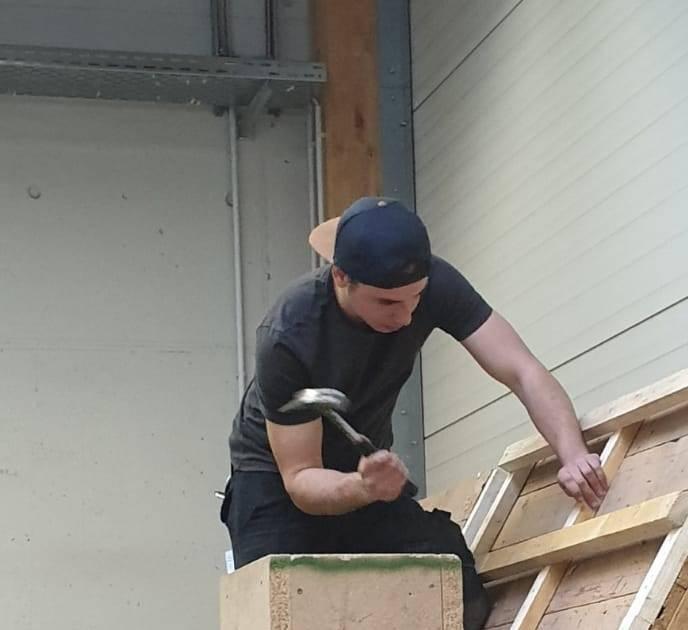 Filip Kühn aus Wermelskirchen: Von dem Abitur in die Dachdecker-Lehre