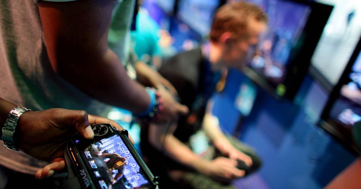 Jugendliche messen sich beim FIFA 19-Turnier in Leichlingen