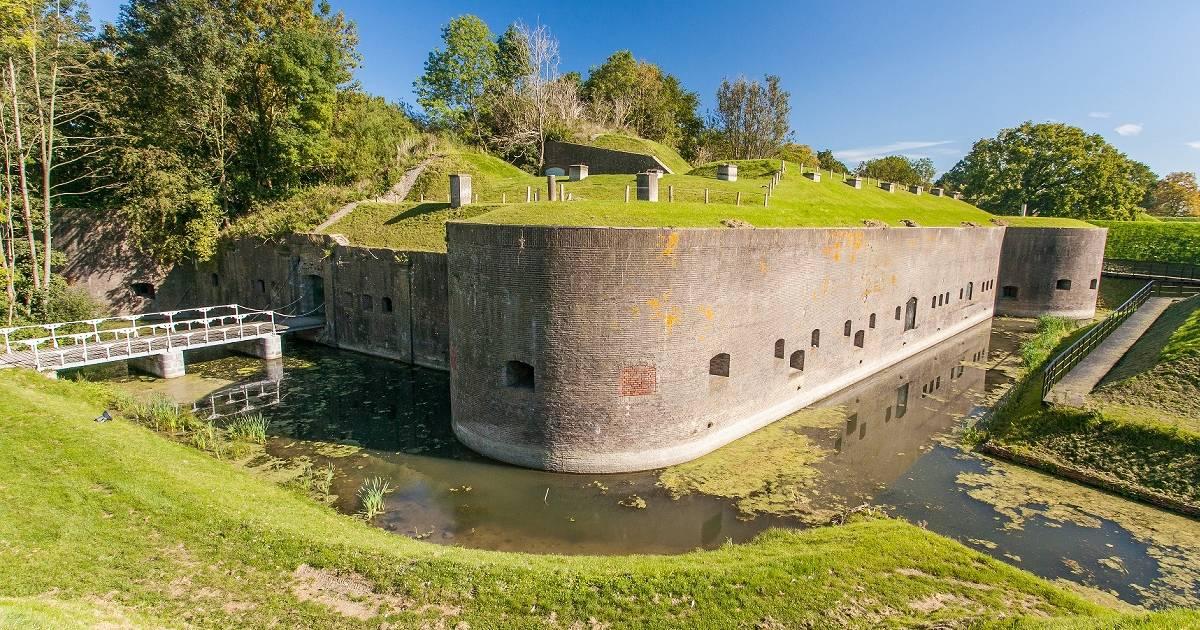 Fahrt durch die historische Wasserlinie in Utrecht
