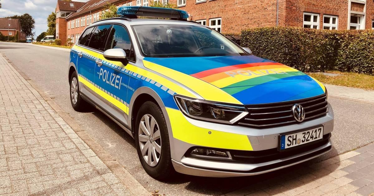 CSD Lübeck 2019: Polizei-Streifwagen zeigt Regenbogenflagge
