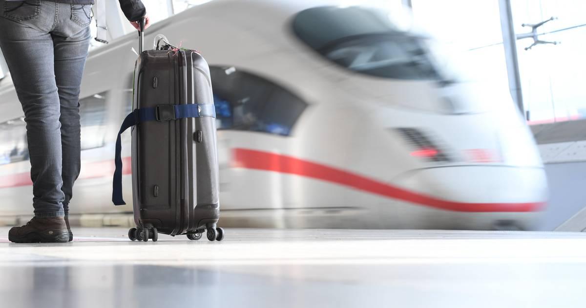 Längere Anfahrt zum Flughafen kann sich beim Ticketpreis lohnen
