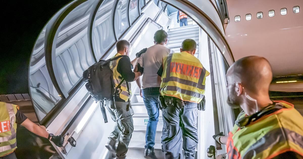 Düsseldorf: NRW schiebt Gefährder nach Marokko ab