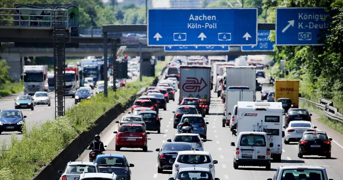 Ferienende in NRW: Urlaubsende sorgt für Stau und volle Züge