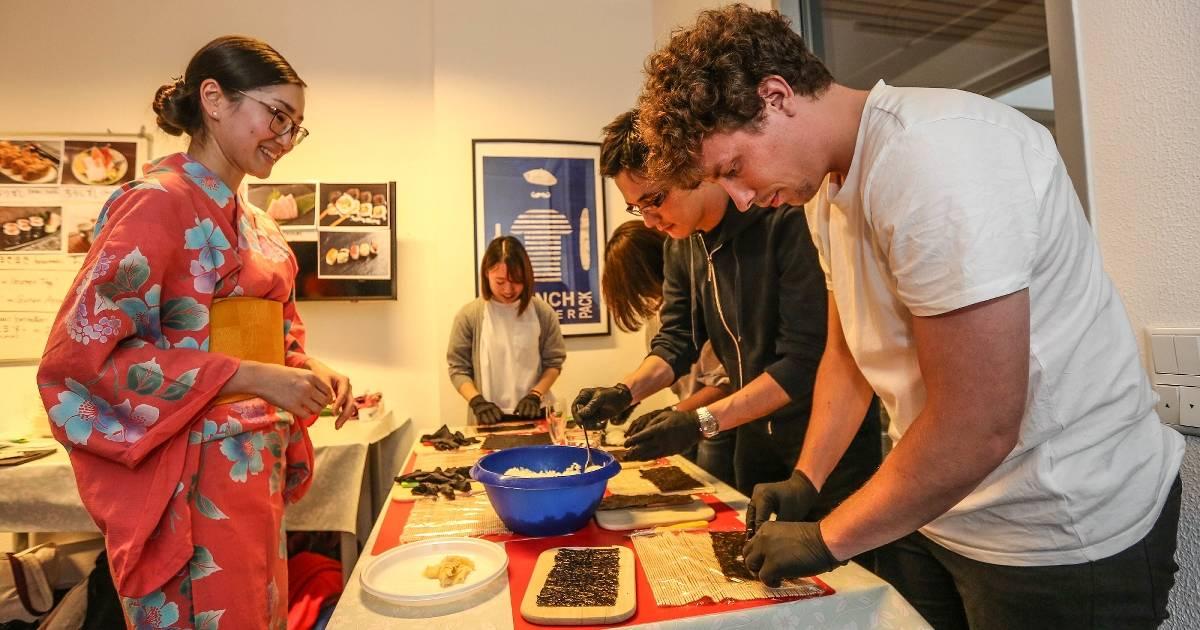 Die Sprachschule GoAcademy in Düsseldorf lud dazu ein, im Zeitraffer fünf Sprachen kennenzulernen. Unser Autor hat das Angebot getestet.
