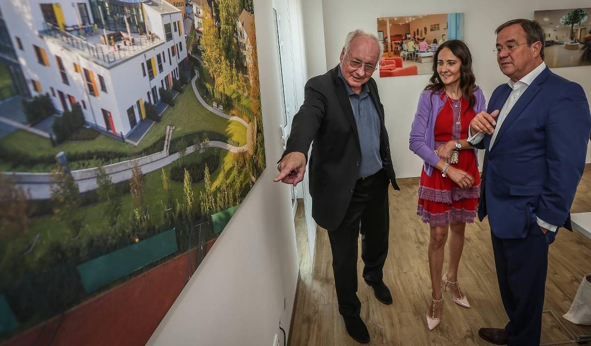 Nrw Ministerprasident Armin Laschet Besucht Das Regenbogenland Dusseldorf