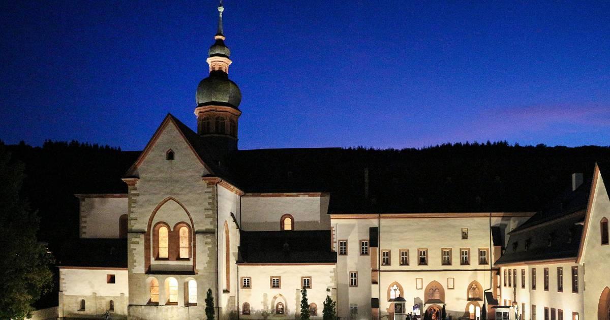 Kloster Eberbach - Warum Wein-Tradition und Rheingau Musik Festival Touristen anlocken