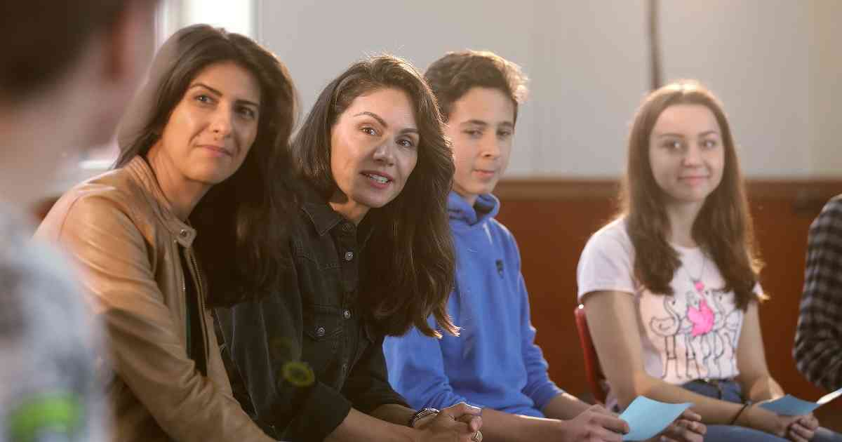 Die RTL-Moderatorin Nazan Eckes besucht eine Düsseldorfer Hauptschule, um Kindern mit Migrationsgeschichte Mut zu machen.