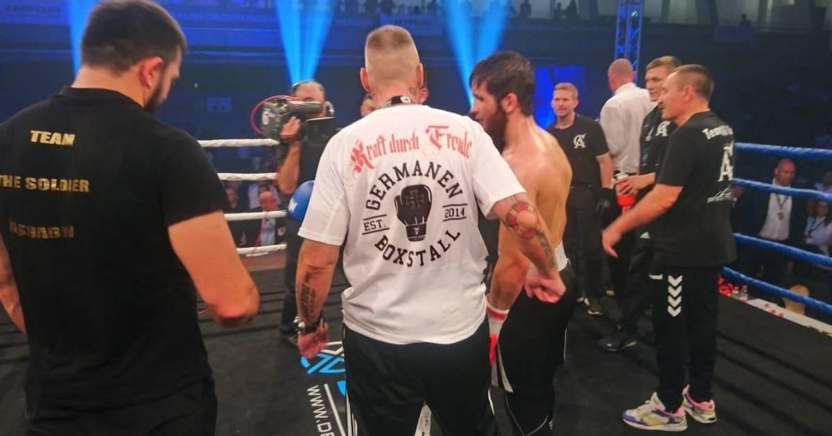ran Fighting: Rene Hildebrandt von Germanen Boxstall Kiel sorgt mit Kraft-durch-Freude-T-Shirt für Aufregung