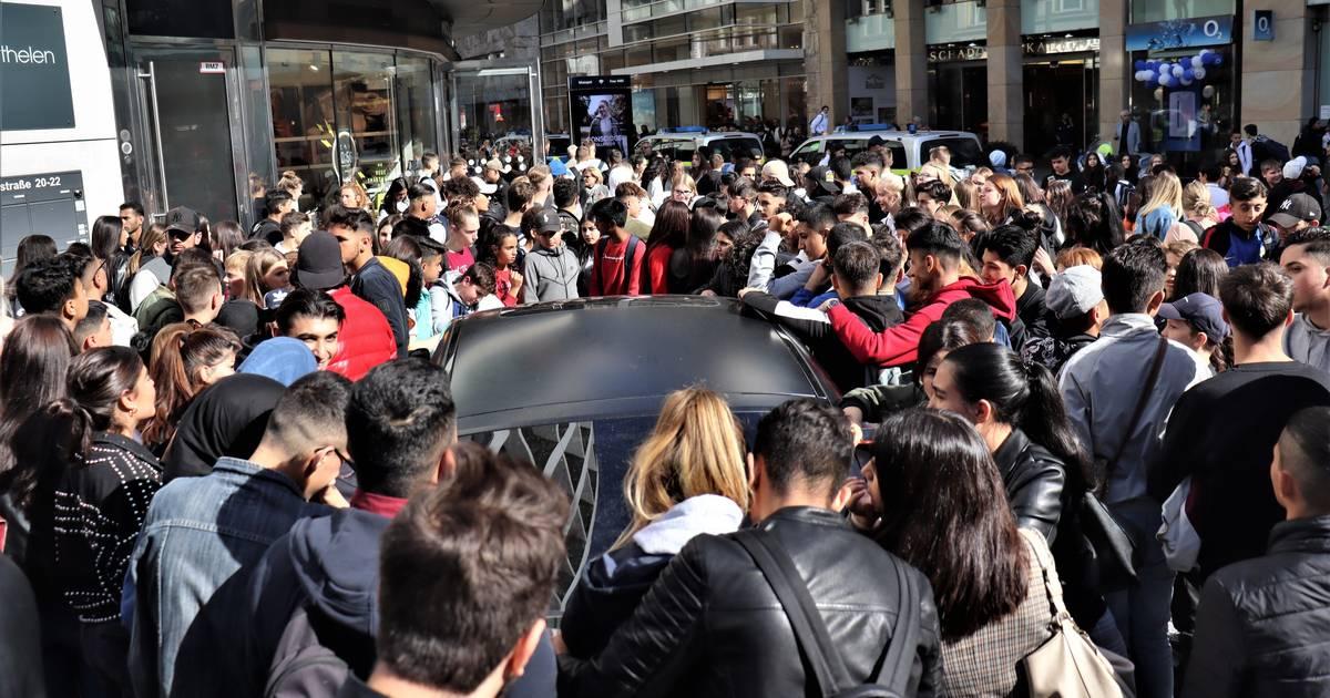 Düsseldorf: Polizeieinsatz bei Snipes-Eröffnung mit Rapper Capital Bra